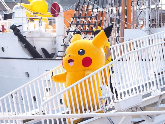 日本丸メモリアルパークピカチュウ階段降りる