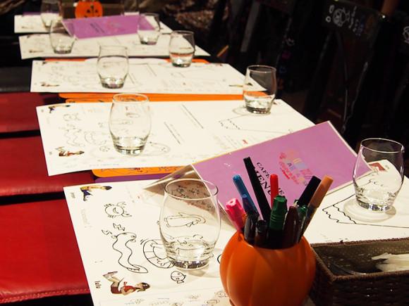ぺんてる「GINZA RAKUGAKI Cafe & Bar by Pentel」ランチョンマットに落書き