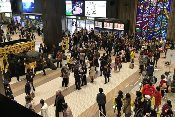 巨大クロネコ仙台駅に現る