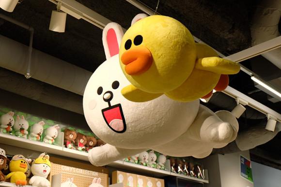LINE STORE仙台店天井にコニー&サリー