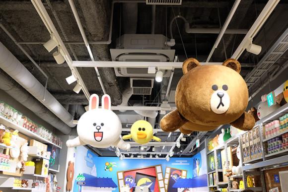 LINE STORE仙台店天井にコニー&サリー&ブラウン