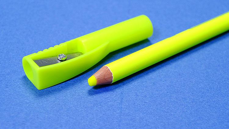 クツワ鉛筆削り付き蛍光ペン「鉛筆の蛍光マーカー」キャップで削れる