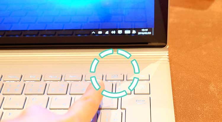 Surface Book ボタンを押すと画面が取れる