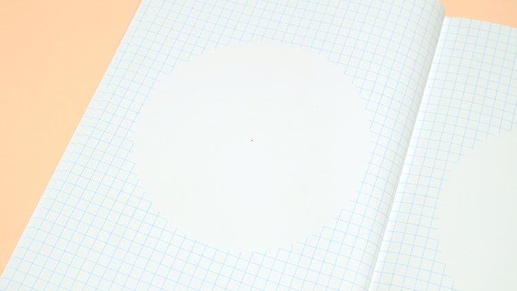 shirusuノート「mannaka」5mmの方眼の真ん中に円の余白がある